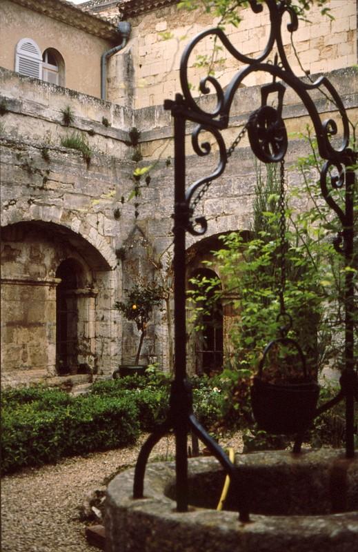 11- St-Michel de Frigolet