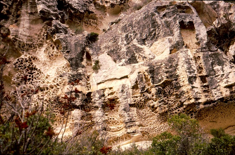 1989 07- Les Baux : rochers