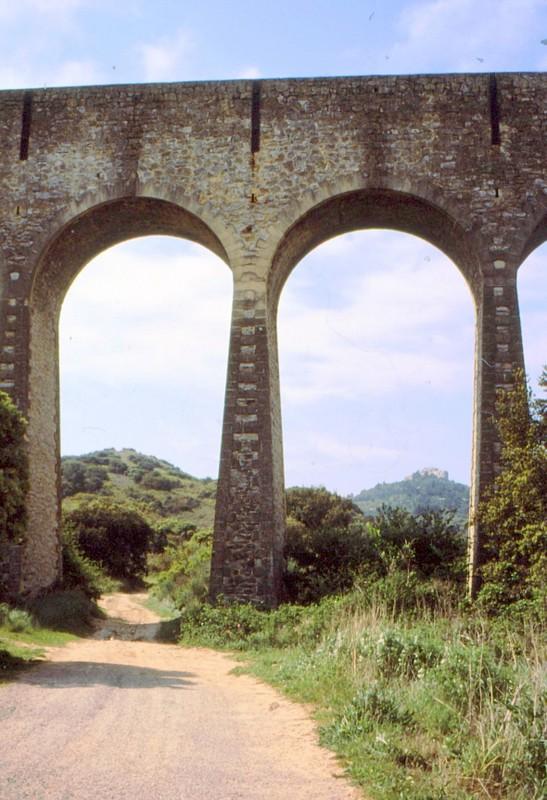 1989 11- Aqueduc du GR42
