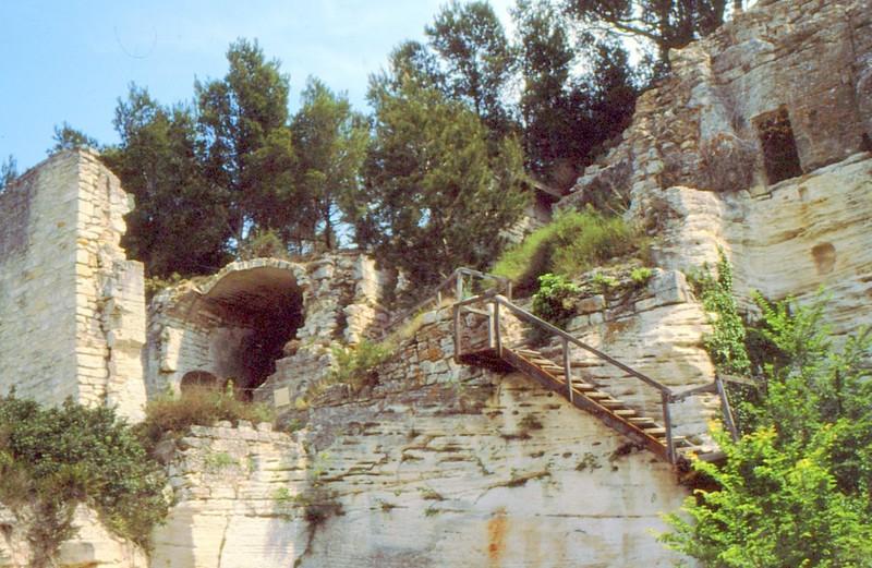 1989 12- Ruines du monastère troglodytique. Fin GR42