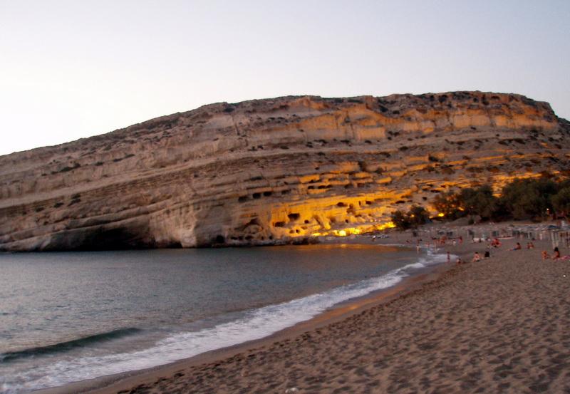 06-Matala coucher de soleil sur les falaises troglodytiques