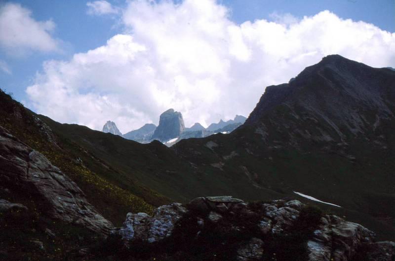 09-Vers le Mont Coin et à l'arrière-plan au centre la Pierra Menta