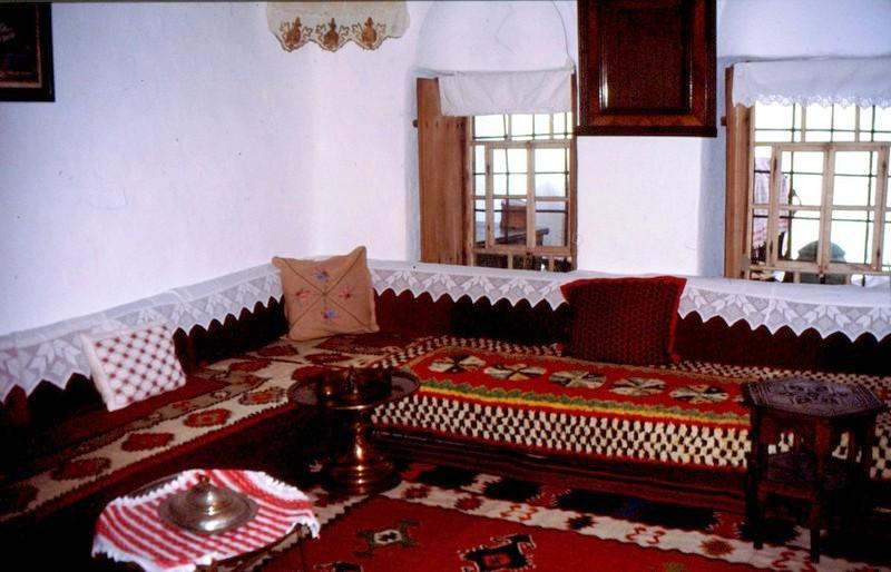 03- JU Intérieur de la maison féodale turque