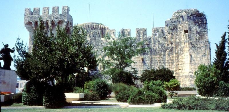 10-JU Trogir Remparts