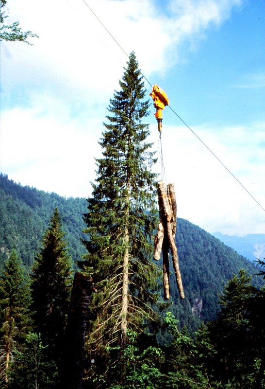 17 JU Transport de bois par air