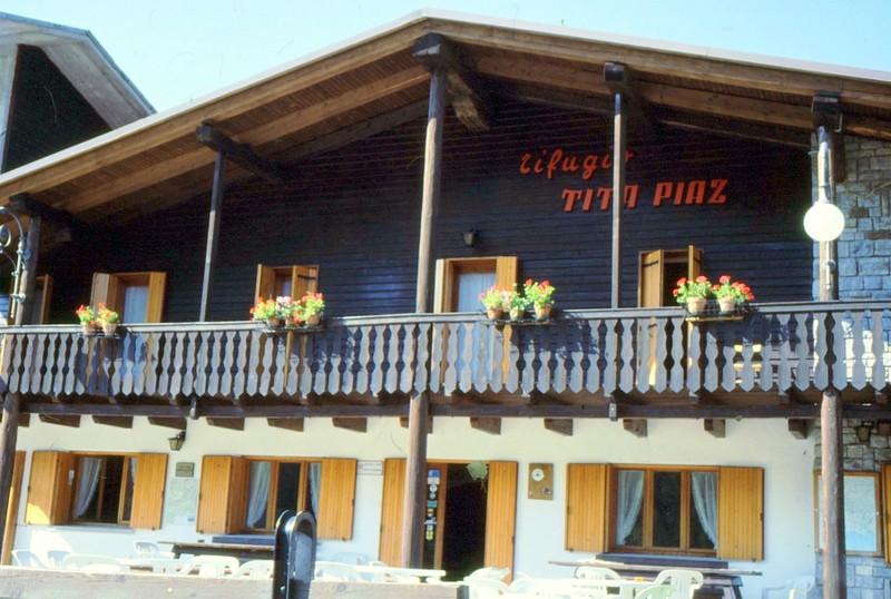 02-Ancien hôtel-refuge Tita Piaz au Passo Pura