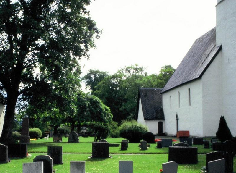 021- Eglise et cimetière de Vaernes