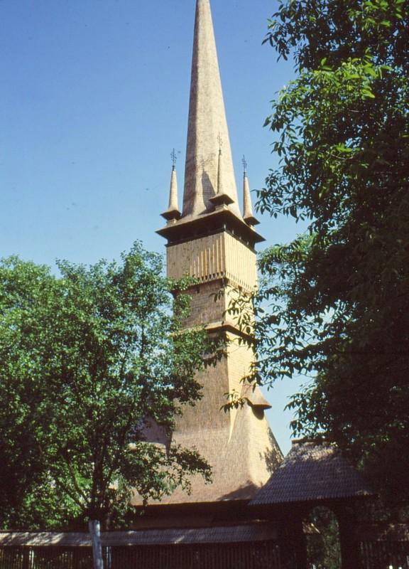 1993 06 L'église de Surdesti