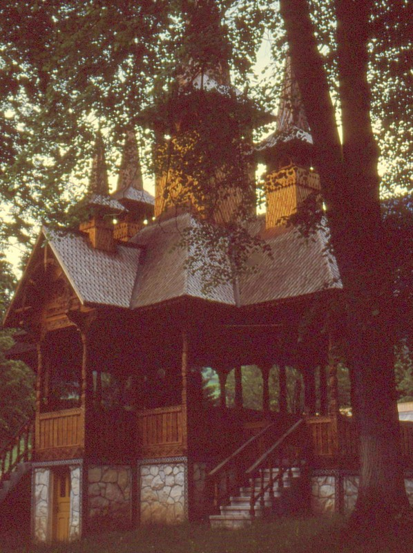 1993 20 Dans l'enclos du monastère de Borsa