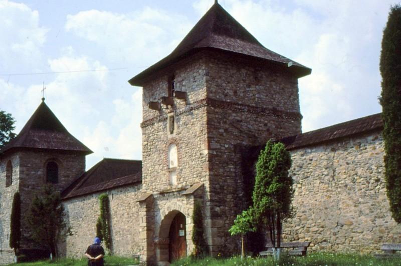 1993 25 Moldovita- entrée du monastère