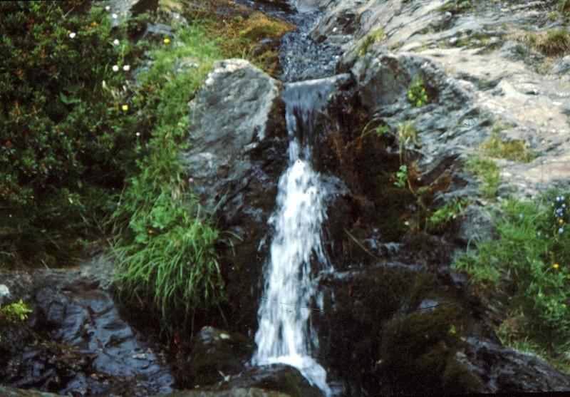 Cascade au-dessus de Nuria