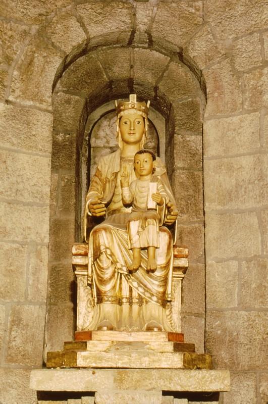 Dans l'église Santa Maria de Leyre