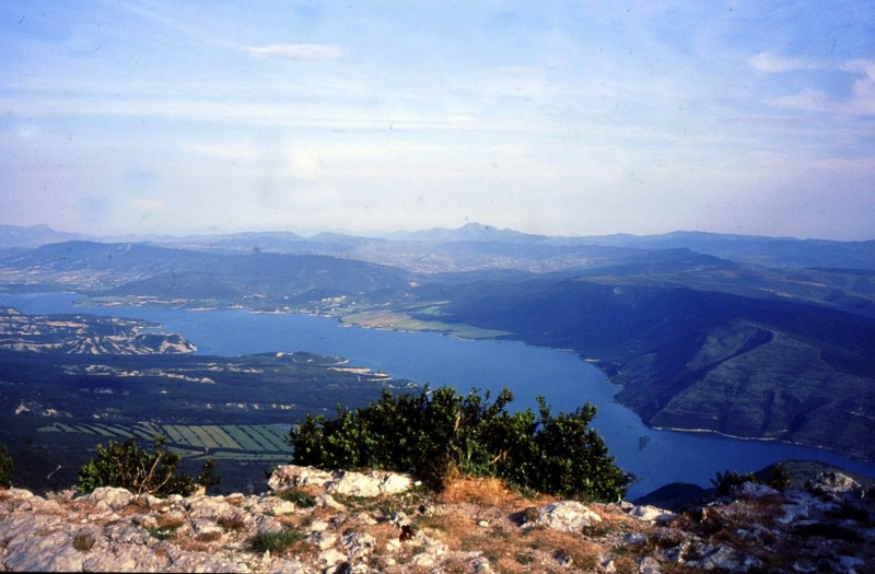 Depuis 1356 m vue sur le lac Yesa