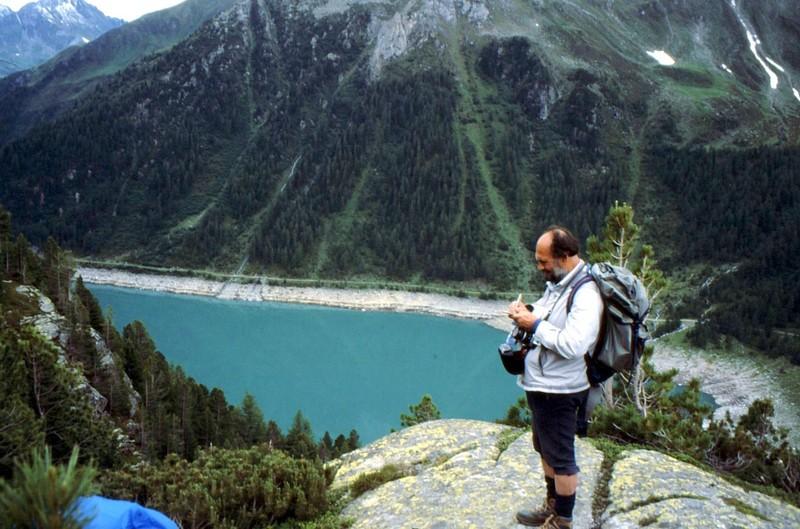 Gérard au-dessus du lac de Neves