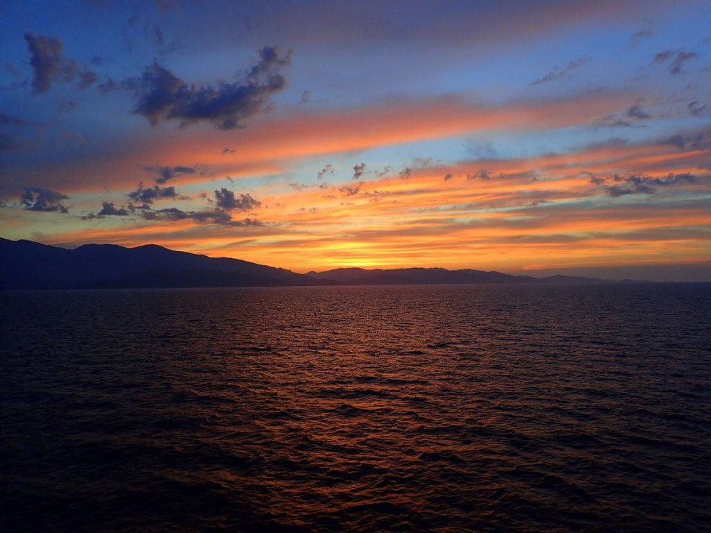 Vue sur le Cap Corse, en quittant Bastia en ferry